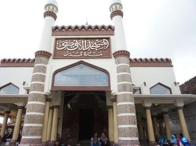 Sudut-sudut Masjid Menara Kudus yang Bersejarah