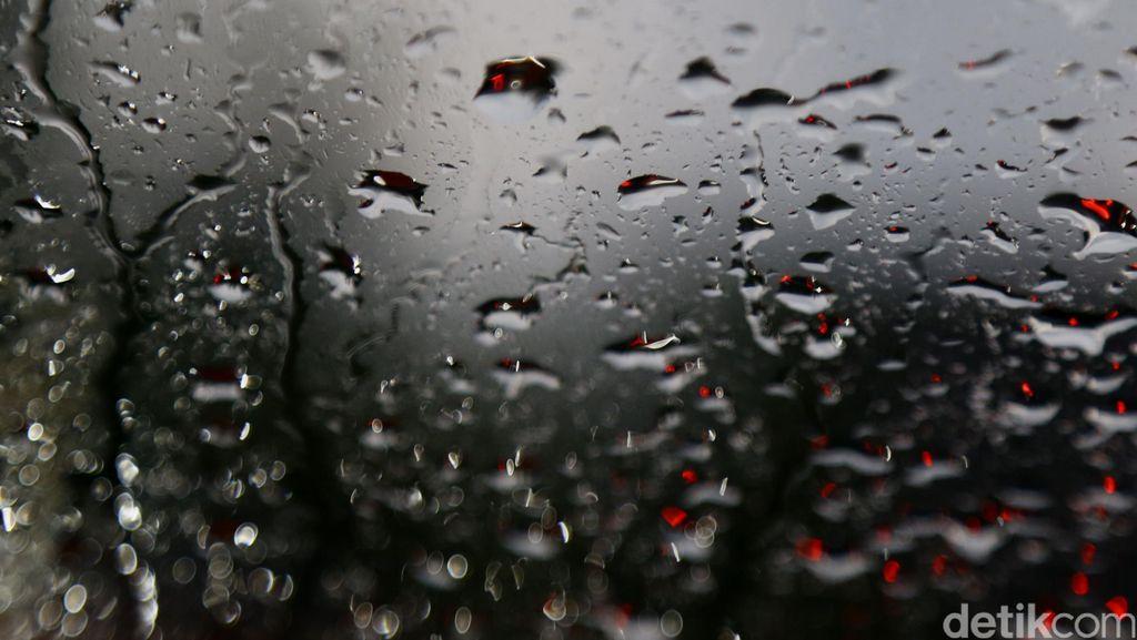 Musim Banjir, Amankah Meminum Air Hujan? Ini Penjelasan Pakar