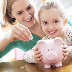 Kreatif Banget Cara Ibu Ini Ajarkan Kelola Uang pada Balitanya