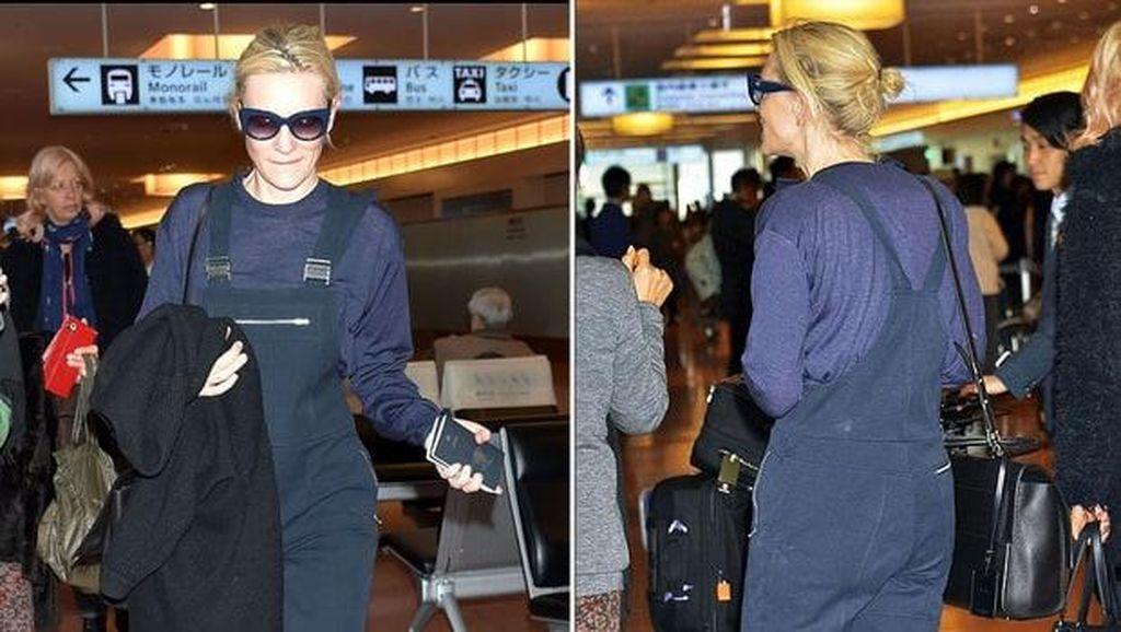Hanya Pakai Overall & Sneakers, Gaya Cate Blanchett Bernilai Rp 37 Jutaan