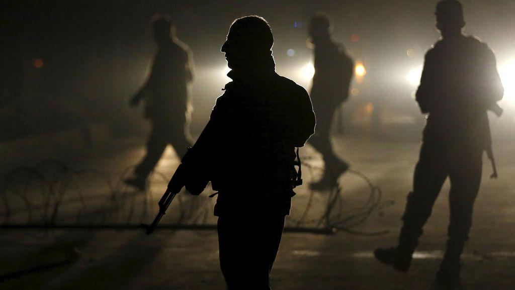 Bom Bunuh Diri Tewaskan 11 Tentara di Pakistan