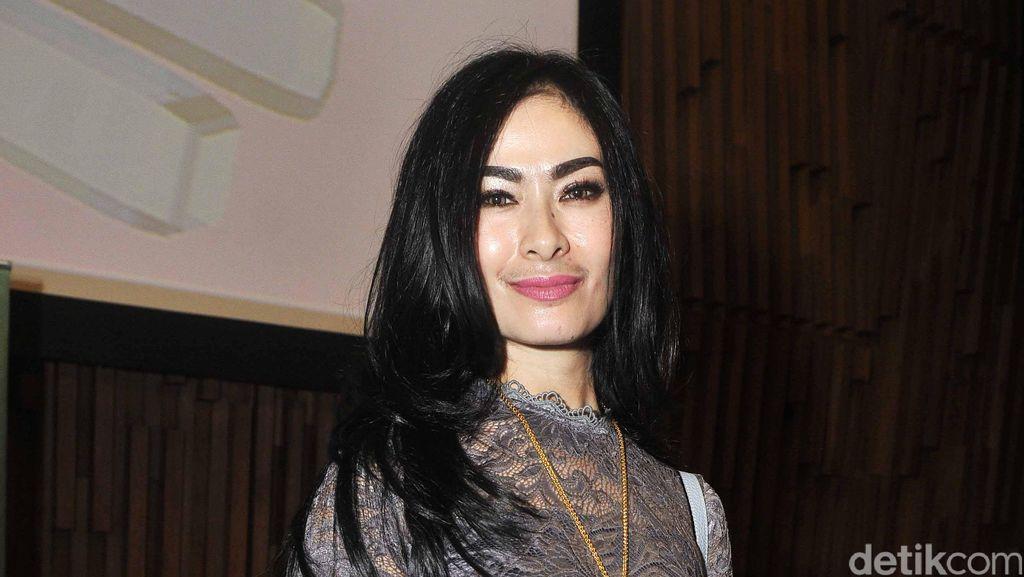 Duh, Iis Dahlia Diserang Netizen karena Tolak Undangan Jokowi