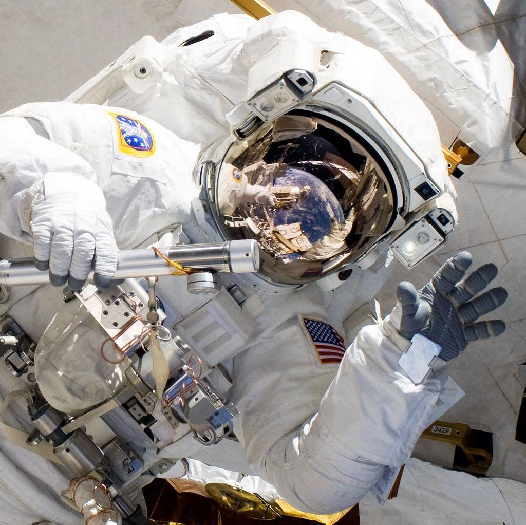 Otak Astronot Terangkat Jika Kelamaan di Luar Angkasa