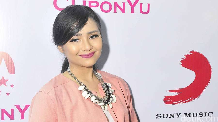 Gita Gutawa Pretty in Pink