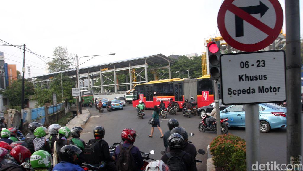 Gubernur Anies Ingin Hapus Larangan Motor di Sudirman-Thamrin