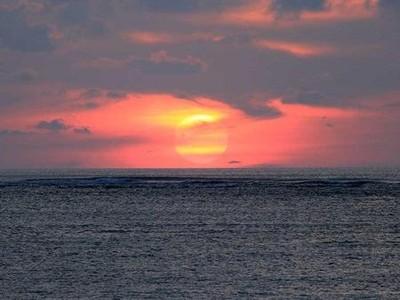 Simpan Ponsel & Nikmati Sunset Super Indah di 6 Tempat Ini