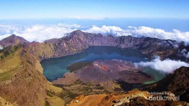 Panorama dari Puncak Gunung Rinjani (Cee Manusialembah/dTraveler)