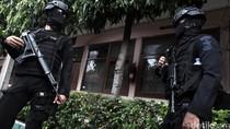 Polisi Razia Kosan di Rawa Bebek Jakarta Timur