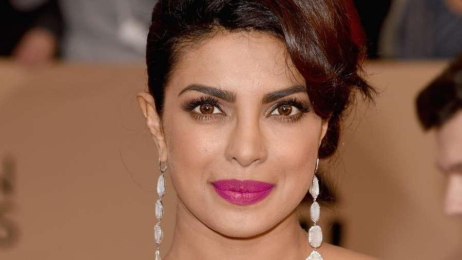 Priyanka Chopra Curi Perhatian di Red Carpet