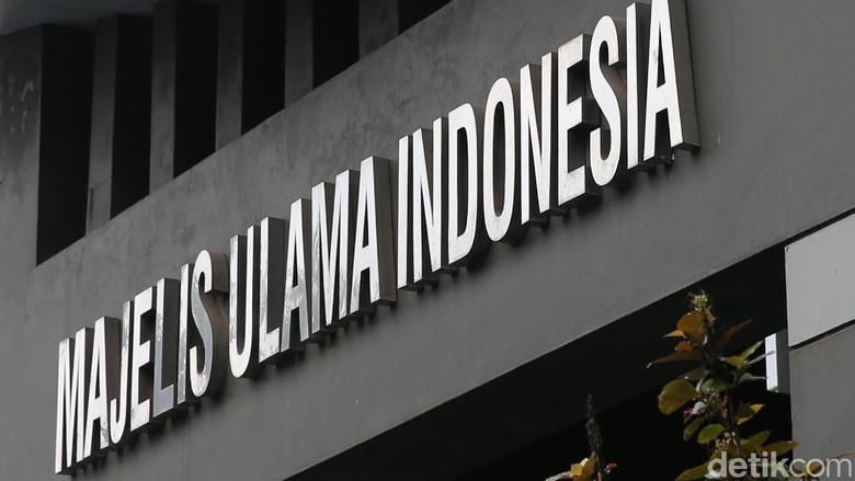 Dukung Perppu Pancasila Dasar Negara - Jakarta Ketua Bidang Hukum dan Majelis Ulama Indonesia Basri Bermanda meminta masyarakat menaati peraturan yang tertuang di Perppu