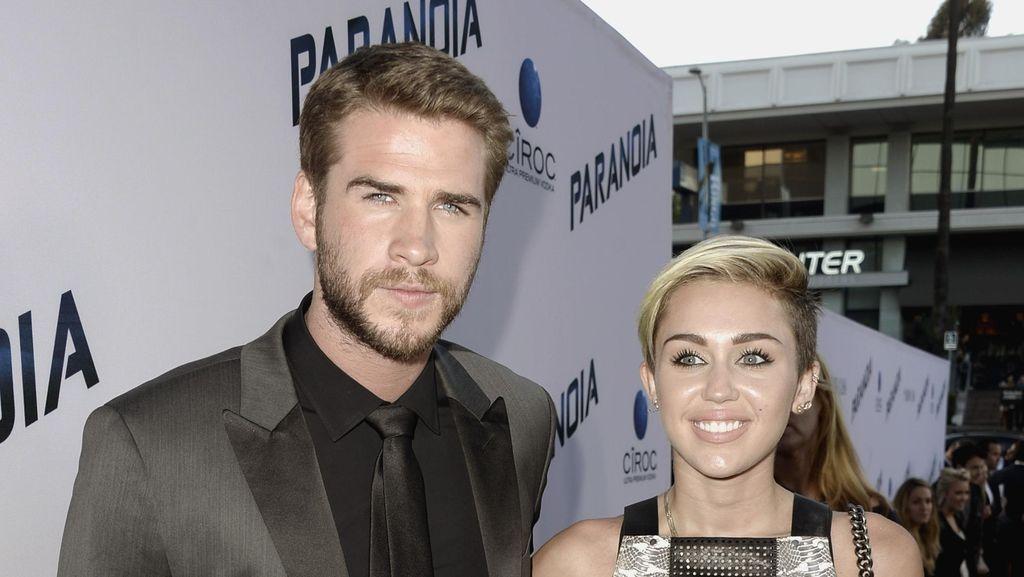Pakai Gaun Putih, Miley Cyrus dan Liam Hemsworth Menikah?