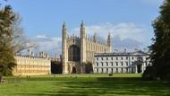 Melihat Patung Stephen Hawking di Universitas Cambridge