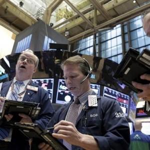 Wall Street Cetak Rekor, Dow Jones Tembus 23.000
