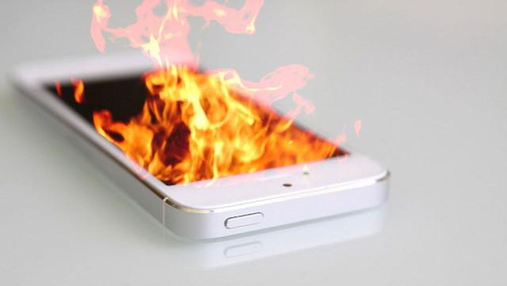 Lagi! iPhone 6s Terbakar Lukai Tangan Pengguna