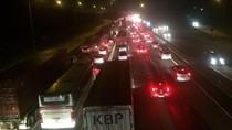Puncak Arus Balik Long Weekend, Tol Cikampek-Jakarta Padat 6 Km