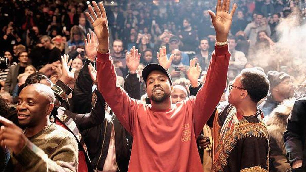 Meriah, Kanye West Pamerkan Koleksi Terbaru Yeezy di Madison Square Garden