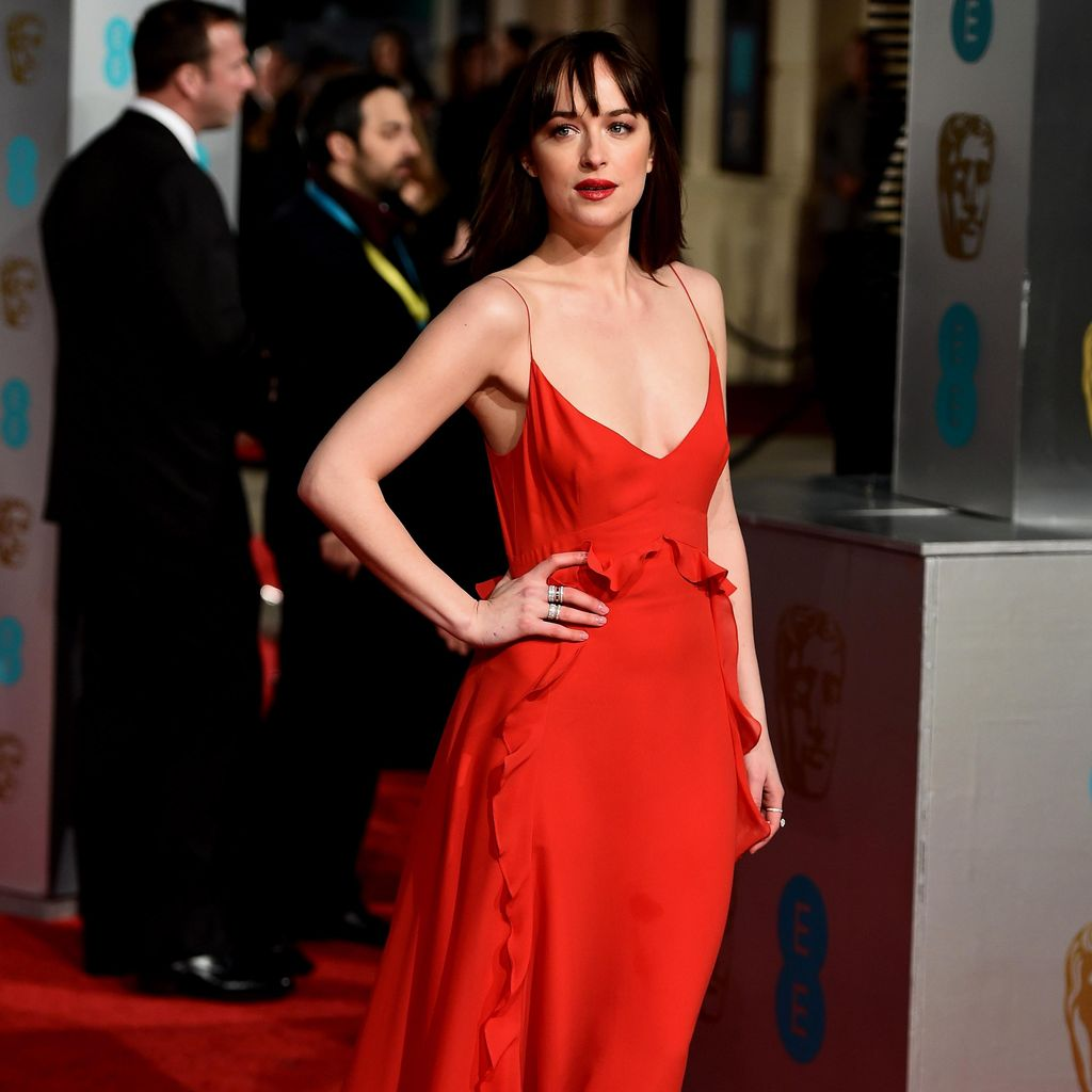 Asmara Chris Martin dan Dakota Johnson Makin Serius
