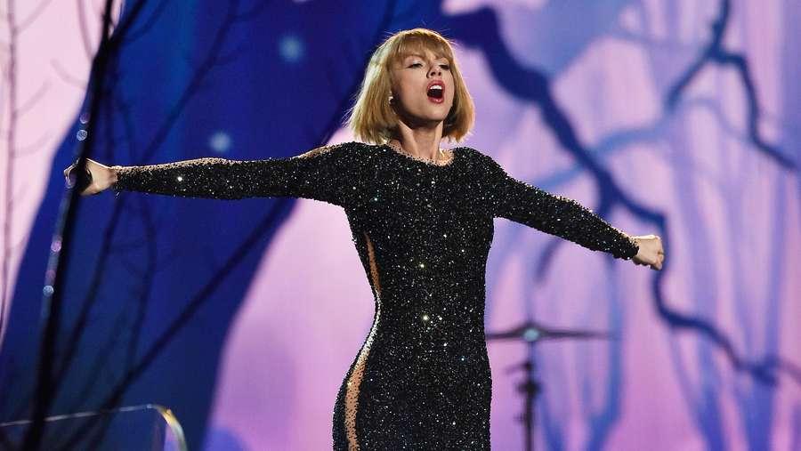 Pesona Taylor Swift Buka Grammy 2016