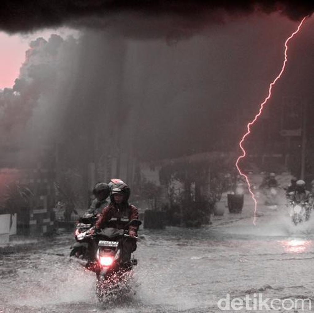 Jakarta Diguyur Hujan, Ini Titik Genangan yang Hambat Lalin