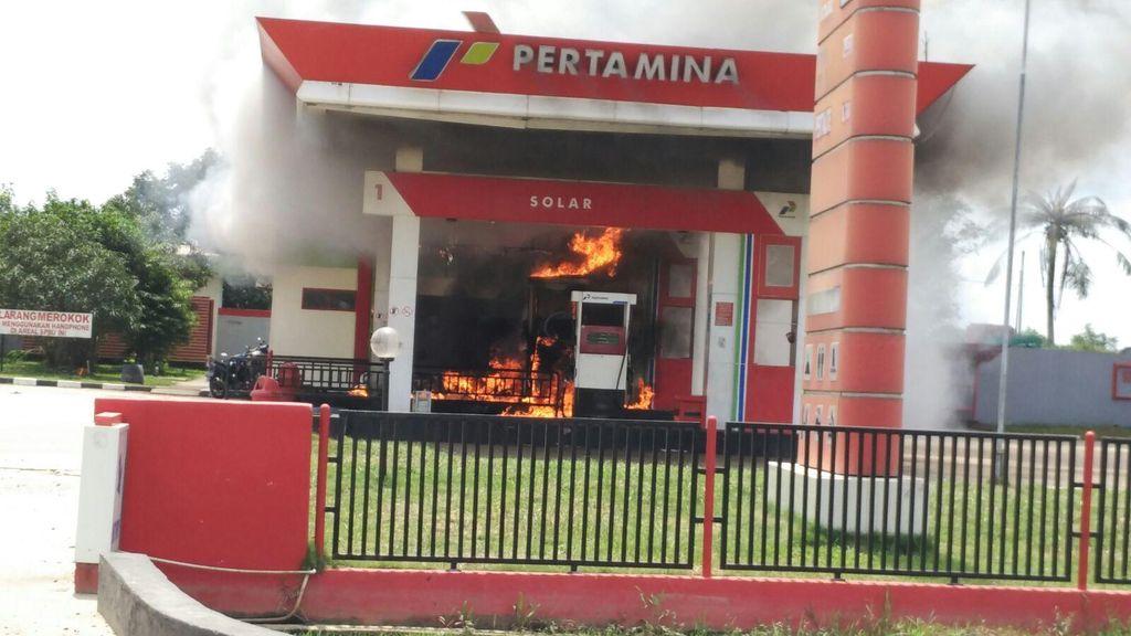 Pemotor Tolak Matikan Mesin Saat Isi BBM, SPBU di Riau Terbakar