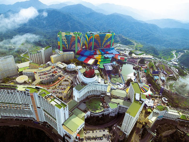 Hotel ini bernama First World Hotel. Hotel ini berada di di komplek Genting Highland, Malaysia. (First World Hotel)