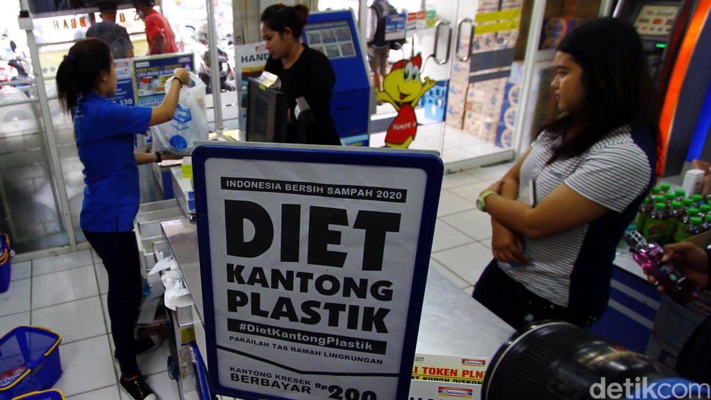 Soal 3 Bulan Bersih Sampah, Warga DKI Diminta Diet Kantong Plastik