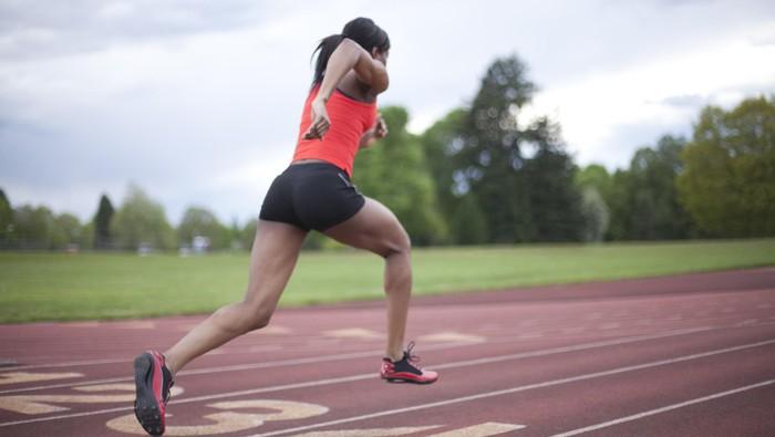 Lari bukan hanya mengurangi risiko penyakit saja. Bagi Anda yang tengah berjuang untuk berhenti merokok, lari bisa menjadi salah satu terapi sehat lho. Foto: thinkstock