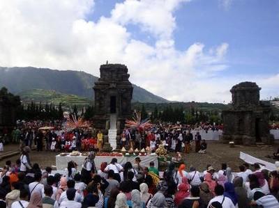 Festival Potong Rambut Gimbal Nan Unik di Dieng