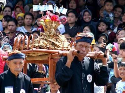 Seren Taun, Festival Unik Khas Sunda yang Harus Kamu Datangi
