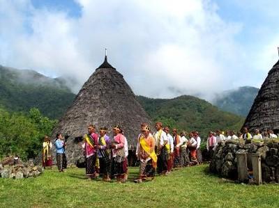 Festival Tahun Baru di Wae Rebo, dari Arwah Leluhur Hingga Kepala Babi
