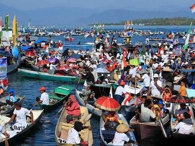4 Destinasi Indonesia Untuk Menonton Festival Sedekah Laut