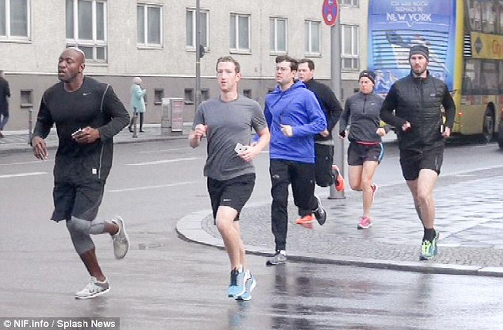 Zuckerberg selalu dikawal oleh para bodyguard dengan bayaran mahal. Foto: dailymail