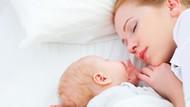 Pentingnya Menemani Bayi Tidur Sampai Usia 3 Tahun