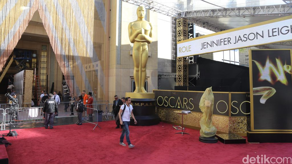 Melintas di Jalur Red Carpet Oscar
