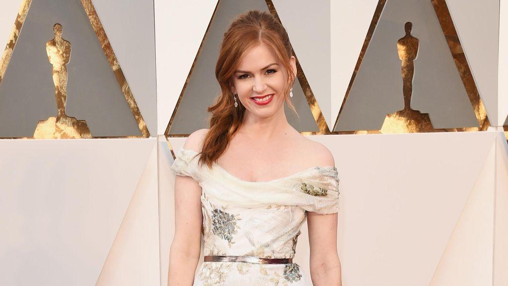 Anti-Mainstream, Aktris Ini Malah Mengaku Tak Mau Tampak Lebih Muda
