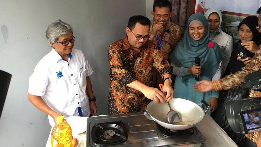 Menteri ESDM Jajal Masak Telur Pakai Gas Bumi
