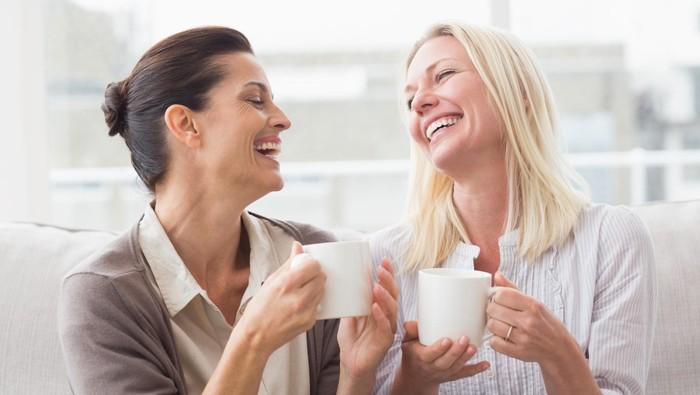 Minum kopi secukupnya dapat bermanfaat untuk kesehatan. Selain diminum, kopi bisa digunakan untuk perawatan kulit yang menyehatkan. Foto: Thinkstock