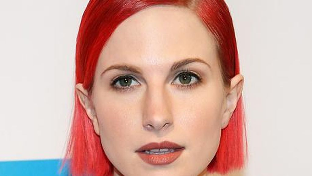 Hayley Williams Rilis Brand Cat Rambut dengan Warna-warna Liar
