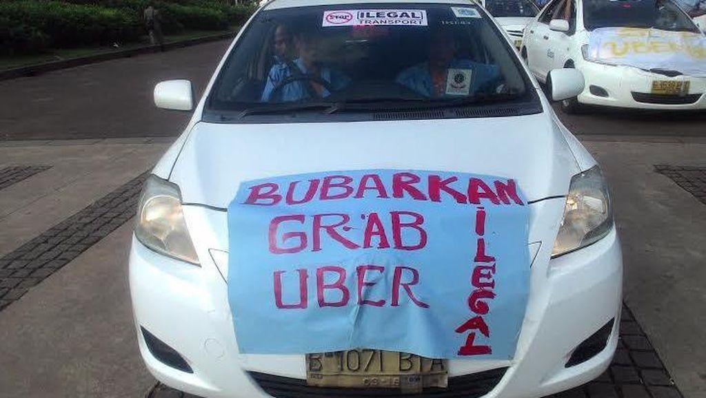 Mogok Massal, Sopir Taksi Ajak Rekannya Setop Narik