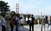 Setelah puas berjalan-jalan di Golden Gate, jangan lupa berfoto. Latarnya cantik!