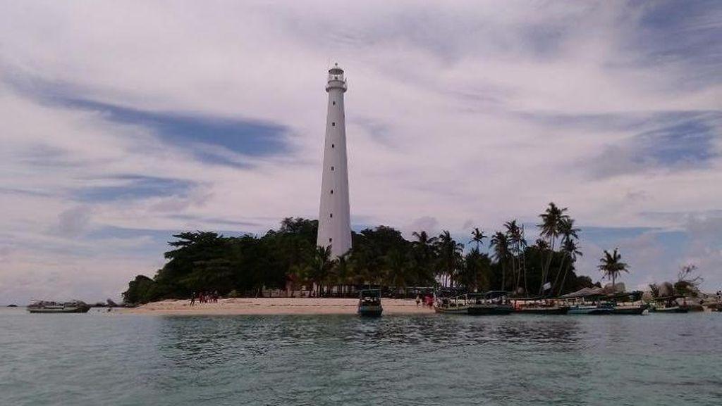 Mercusuar Pulau Lengkuas yang Ikonik