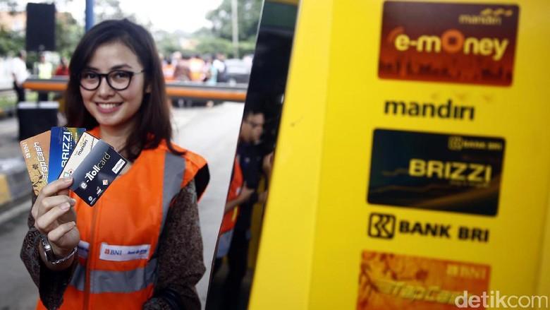 Berkat Mudik, Penjualan Uang Elektronik di Jalan Tol Melonjak