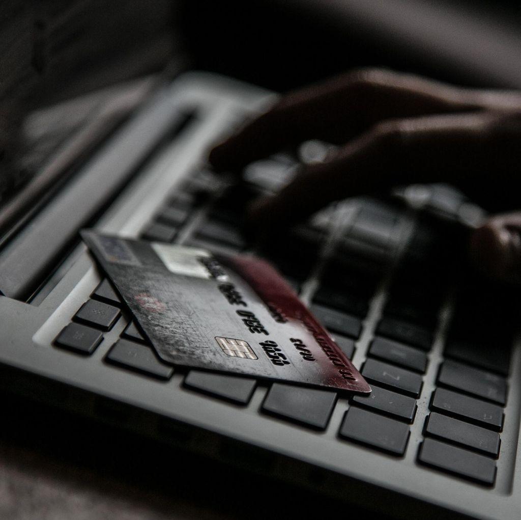 Ini Perbedaan Konsumen Online dan Offline di Indonesia