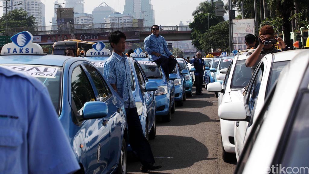 Ada Demo Angkutan Umum, Saham Blue Bird Anjlok 1,56%