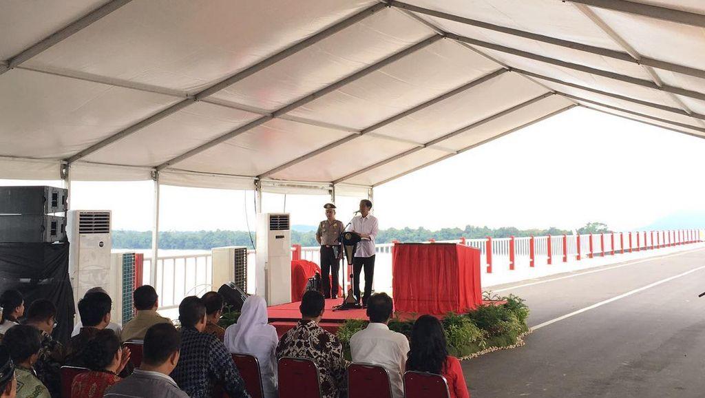 Diresmikan Jokowi, Jembatan Terpanjang di Kalimantan Bernama Pak Kasih Tayan