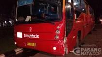 Bus TransJ Ditabrak Honda Stream yang Putar Balik di Depan Kemenhub