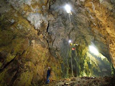 Selain Jomblang, Gua Cokro di Gunungkidul Juga Tak Kalah Ekstrem