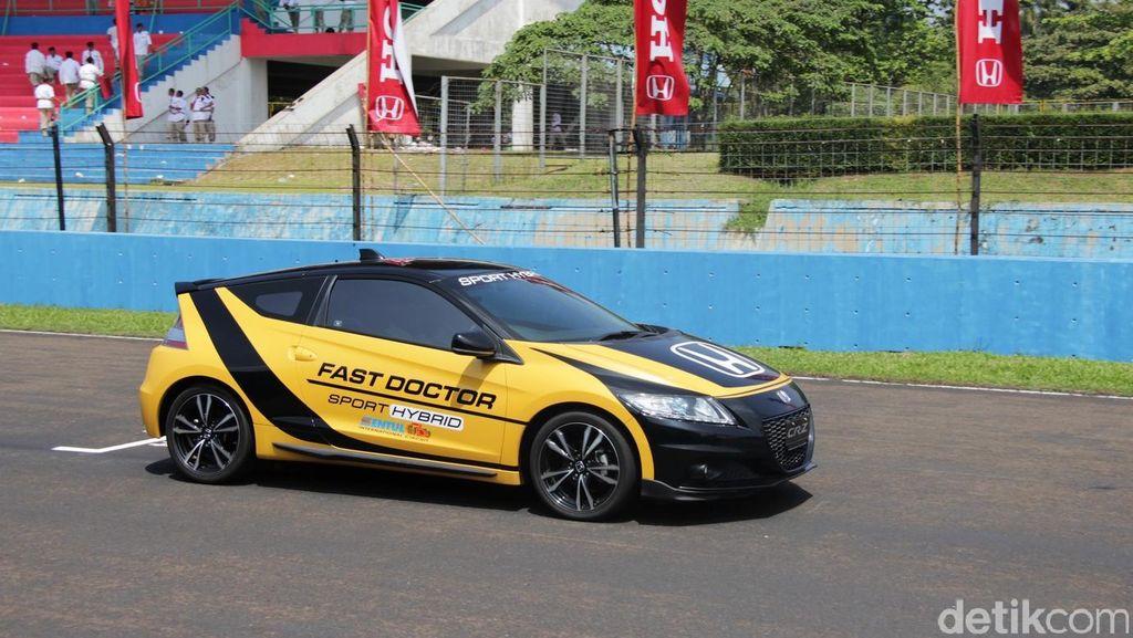 Honda CR-Z Jadi Safety Car dan Fast Doctor Lomba Balap IRS Sentul