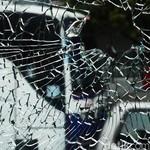 6 Tips Biar Kaca Mobil Nggak Dipecah Maling