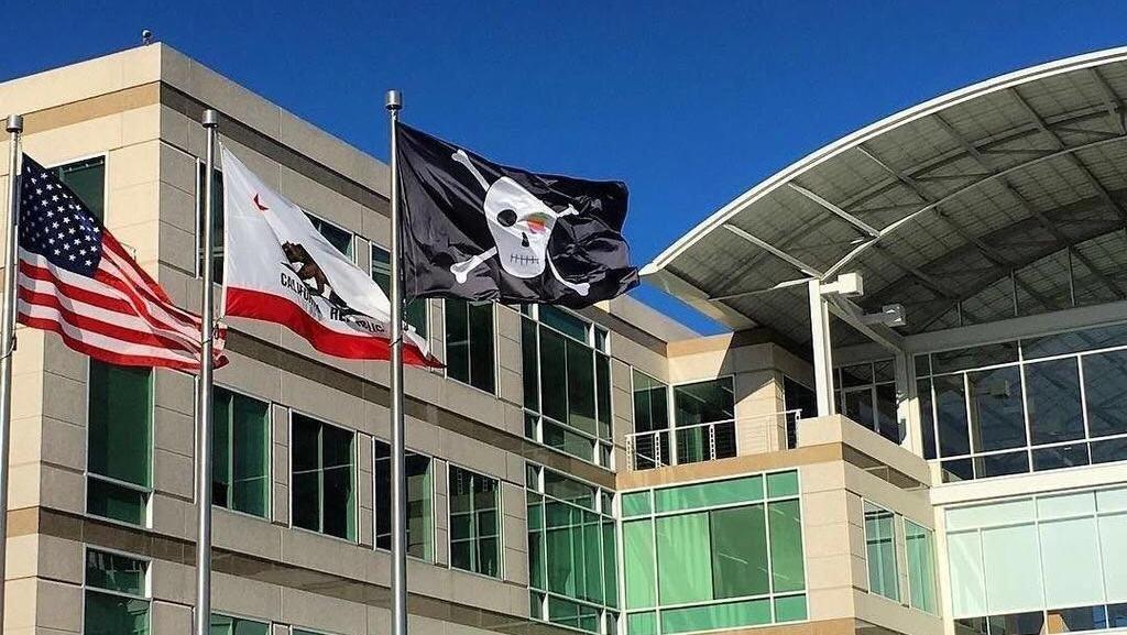 Genap 40 Tahun, Apple Kibarkan Bendera Perompak